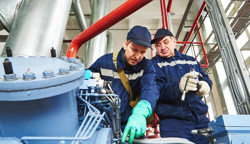 استفاده از متخصصان در تعمیرات کمپرسور یکی از راه کارهای مهم برای افزایش عمر کمپرسور است